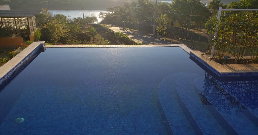 como evitar perdas de agua na piscina